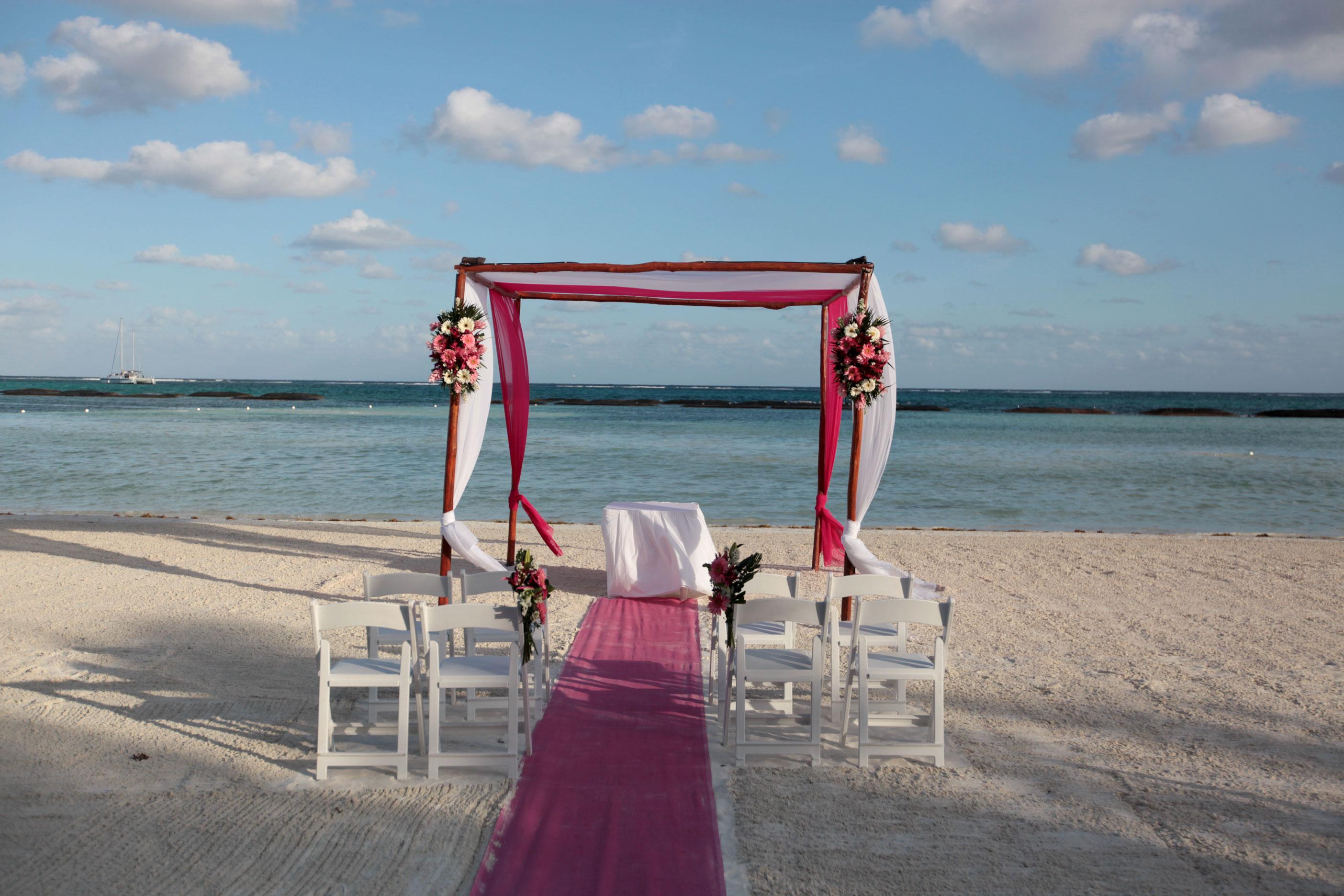 Gazebo-on-the-beach-small-wedding