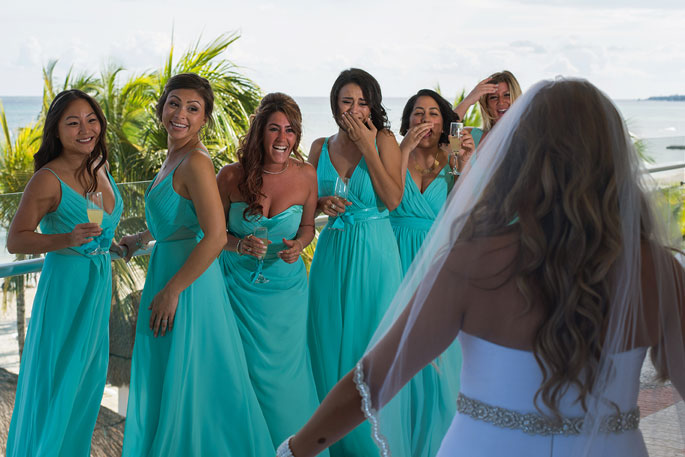 bride-and-bridesmaides-getting-ready