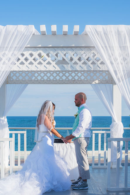 wedding-ceremony-beach-photo