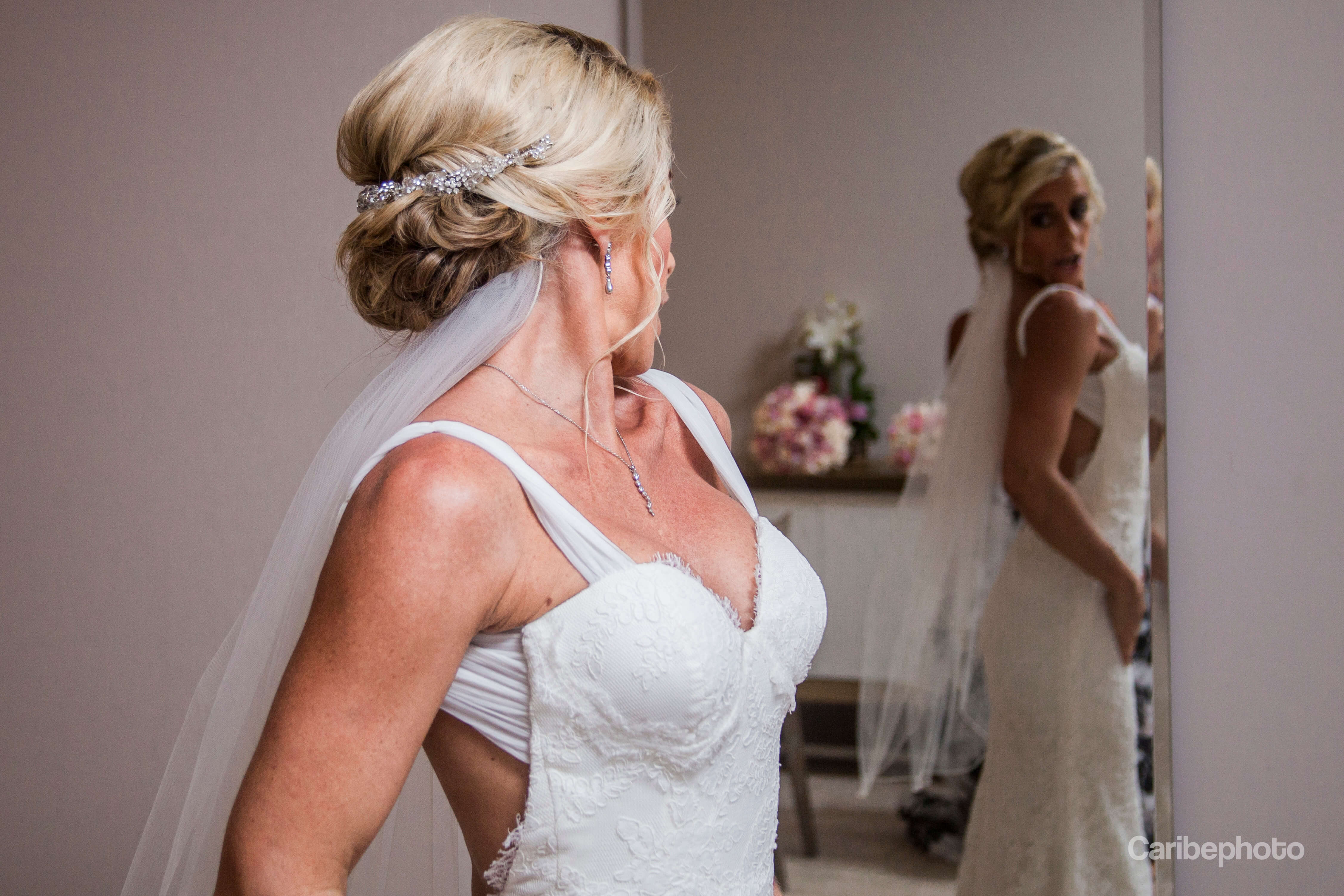 bride-at-the-mirror (1)